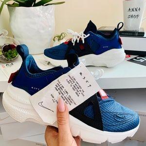 NWT Nike huarache-type